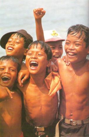 https://kliktv.files.wordpress.com/2011/09/1_senyum_anak_indonesia.jpg?w=194